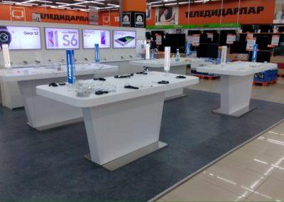 Столы для продажи смартфонов Samsung