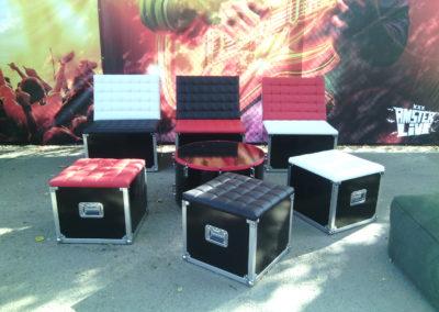 Стилизованная зона для курения с имитацией музыкального оборудования