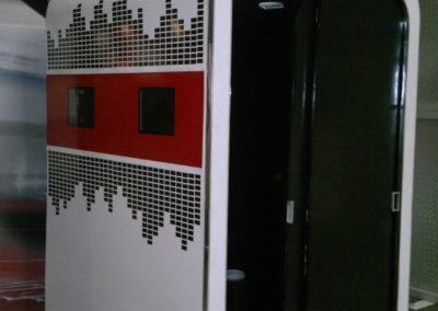 Кабина с дисплеями для фото на вечеринках