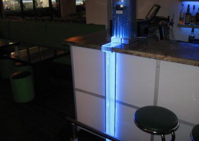 Декорация для бара с дисплеем и подсветкой