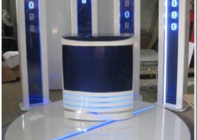 Промо-зона из искуственного камня и акрила с напольными дисплеями